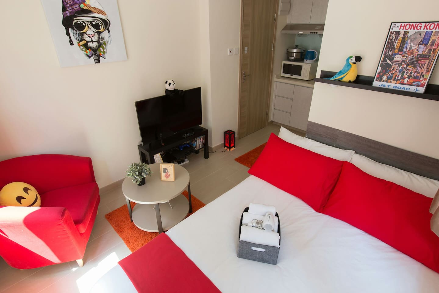 Welcome to my cute and cosy place, freshly renovated in modern style! I hope you will like it!