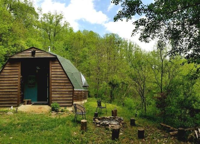 The Locust Dome - Rustic Mountain Getaway