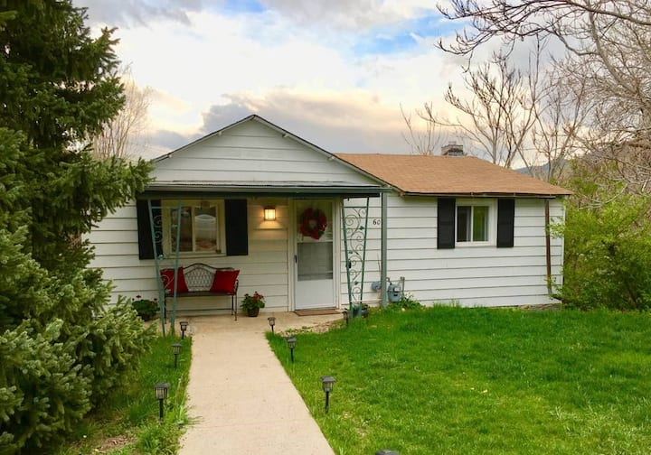 Cute 2 Bed, Walk to Downtown Golden