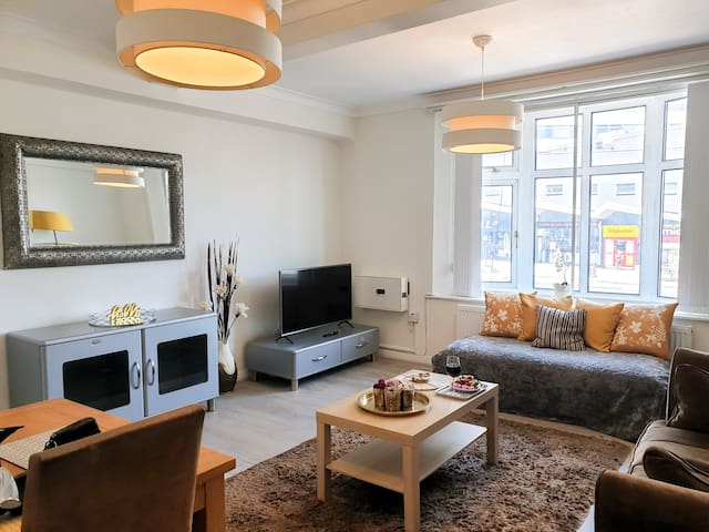 Broad Street City Centre Iconic Beauty 2 beds Apt