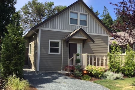 Charming Cottage, Rathtrevor Beach - Parksville - Cabaña