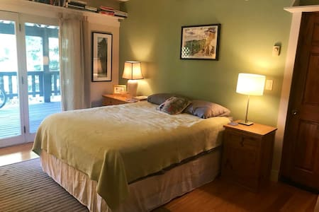 Comfortable single bedroom with private entrance