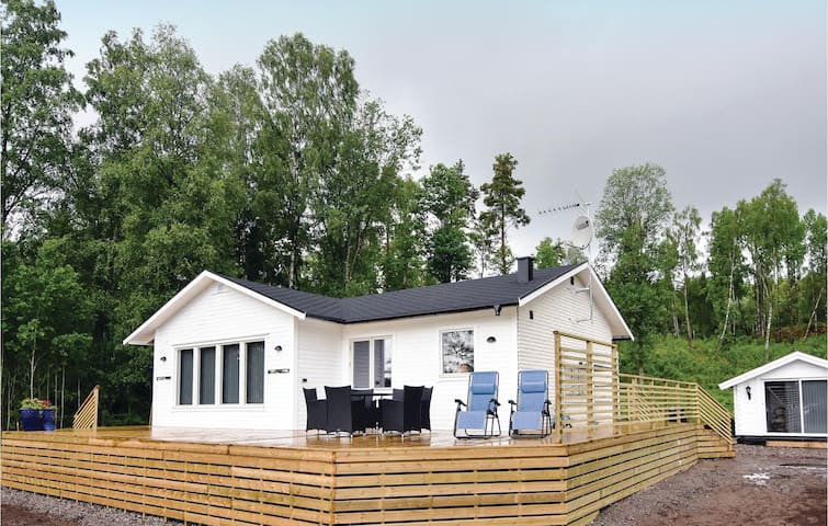 Holiday cottage with 3 bedrooms on 69 m² in Hökerum