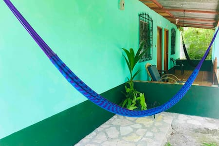 ★near Tikal★1 block from wonderful Lake/Hammock