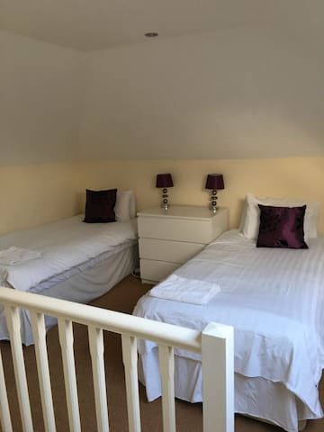 Light and Airy City Center Flat with SKY TV & WIFI