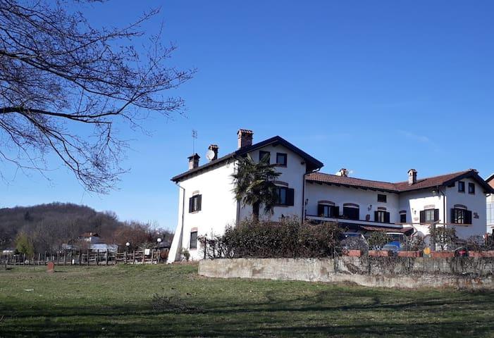 Casale dei sogni - cavalli laghi sentieri