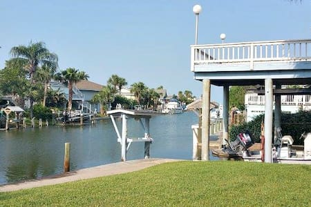 Waterfront canal home, decks with views, breezes - Rockport - Ház