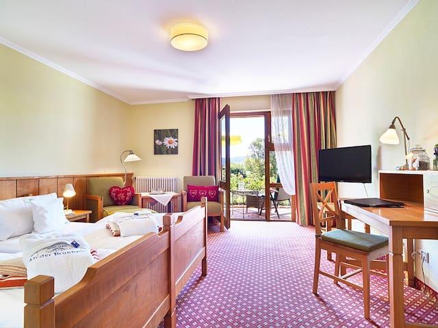 """Hotel """"An der Brunnader"""" garni (Bad Birnbach), Doppelzimmer mit Terrasse"""