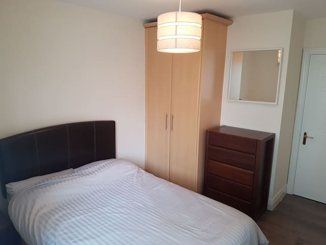 Double Bedroom Gated complex Dublin 7 with parking
