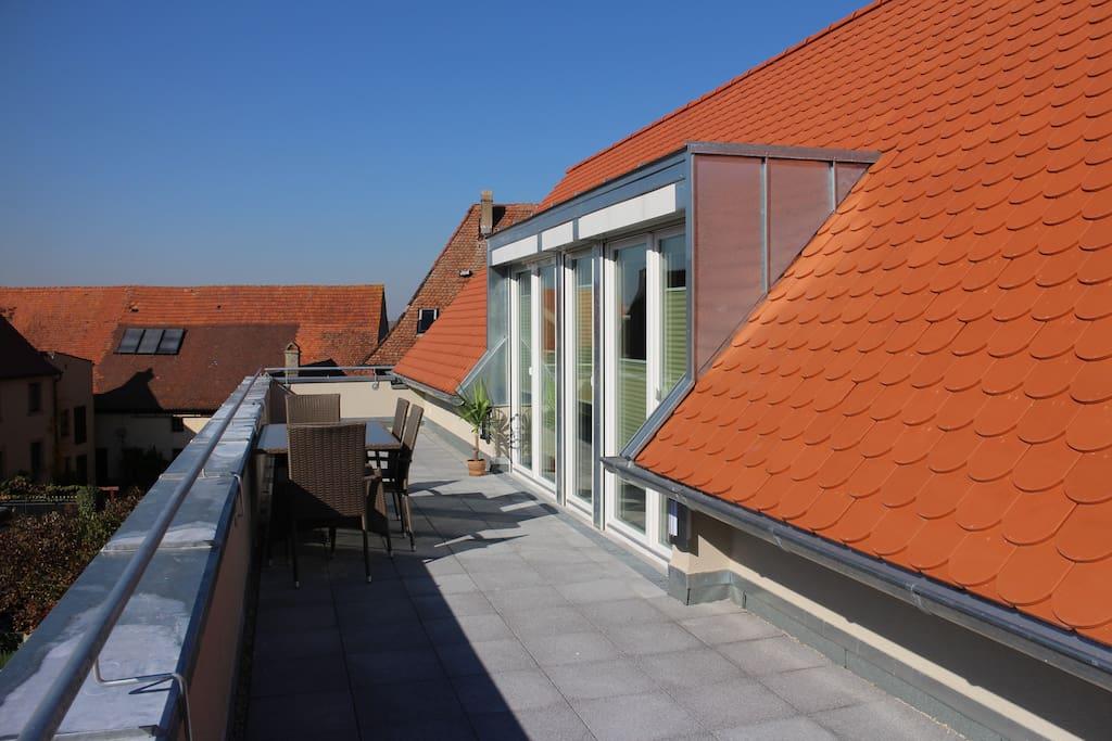 tolle loft wohnung mit gr balkon appartamenti in affitto a burgbernheim bayern germania. Black Bedroom Furniture Sets. Home Design Ideas