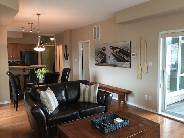 Downtown Lakeview Condo With In & Outdoor Pools!
