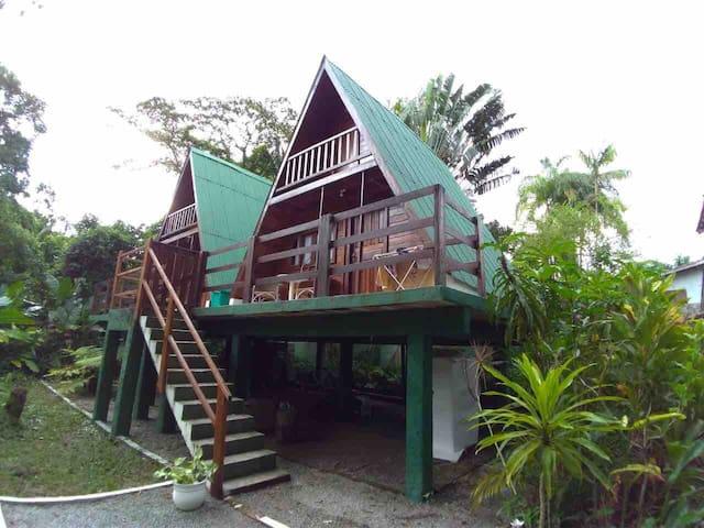 Chales  praia de Camburi com ar condicionado