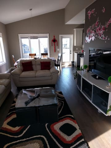 Clean and confortable new room is waiting for you - Saskatoon - Hus