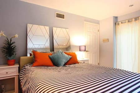 A+ Location! WeHo Hills Private Room - Los Angeles - Talo