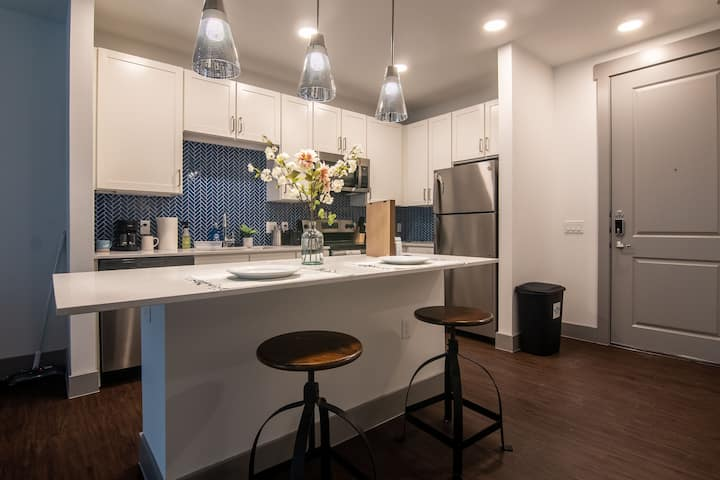 Luxury 1 Bd/1 Ba, Minutes to DT ATX + Free Wine
