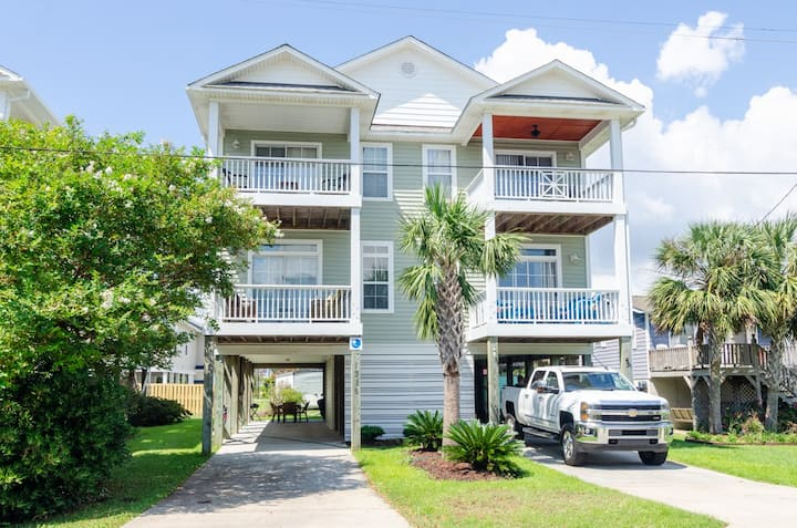 Ocean Peek-Come escape to this beautiful home, only 2 blocks from the beach access!!