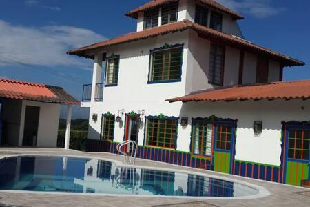 Hab. Familiar en eje cafetero Solar Villa El Eden - Szoba reggelivel