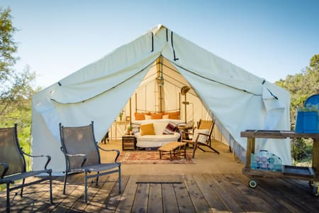 """Glamping"" Glamorous camping retreat on ranch - 帳篷"