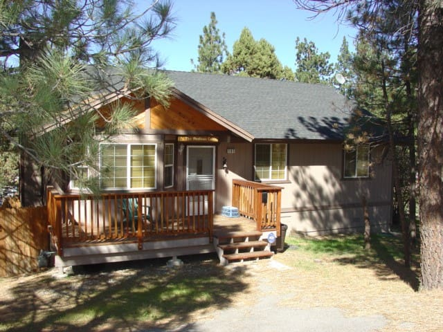 Welcoming, Family Friendly Cabin in Big Bear! - Big Bear - House