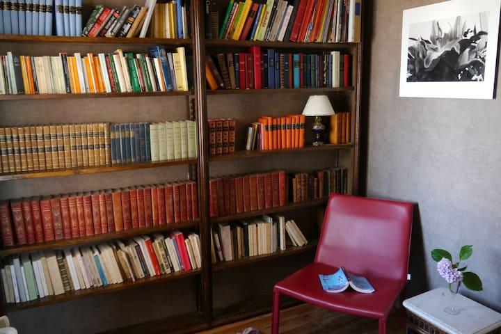 Eretorzahar Writer's bedroom
