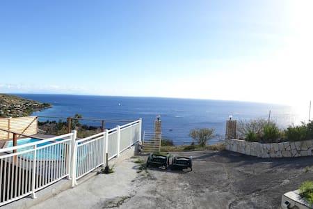 Location T2 bas de villa + piscine