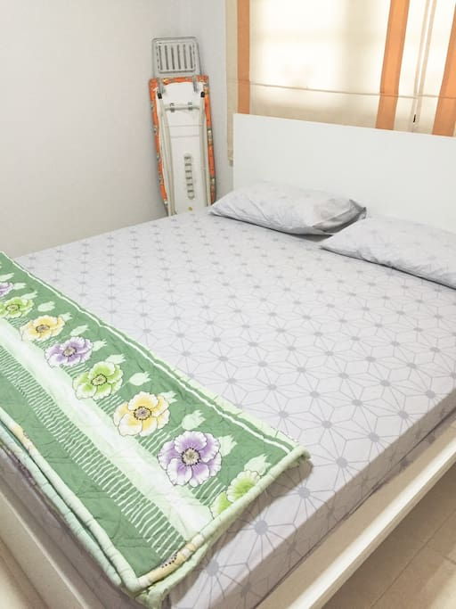 First bed room ( inside have vanity ) / ห้องนอนห้องที่1 , มีแอร์เย็นๆ พร้อมทั้งโต๊ะเครื่องแป้งค่ะ