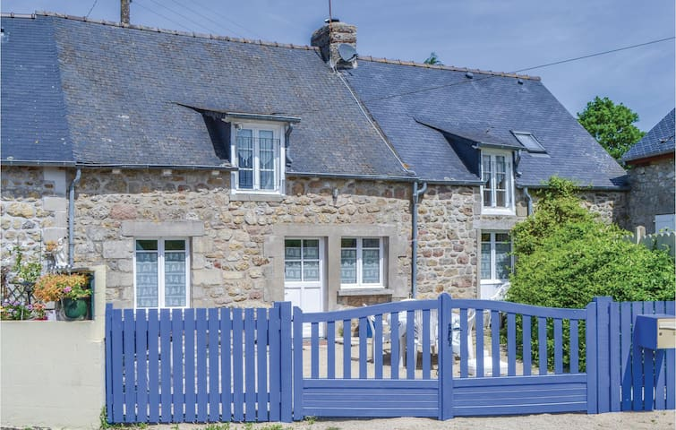 Holiday cottage with 3 bedrooms on 110 m² in Jugon les Lacs