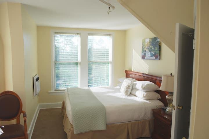 King Room 9 at Anne's Washington Inn