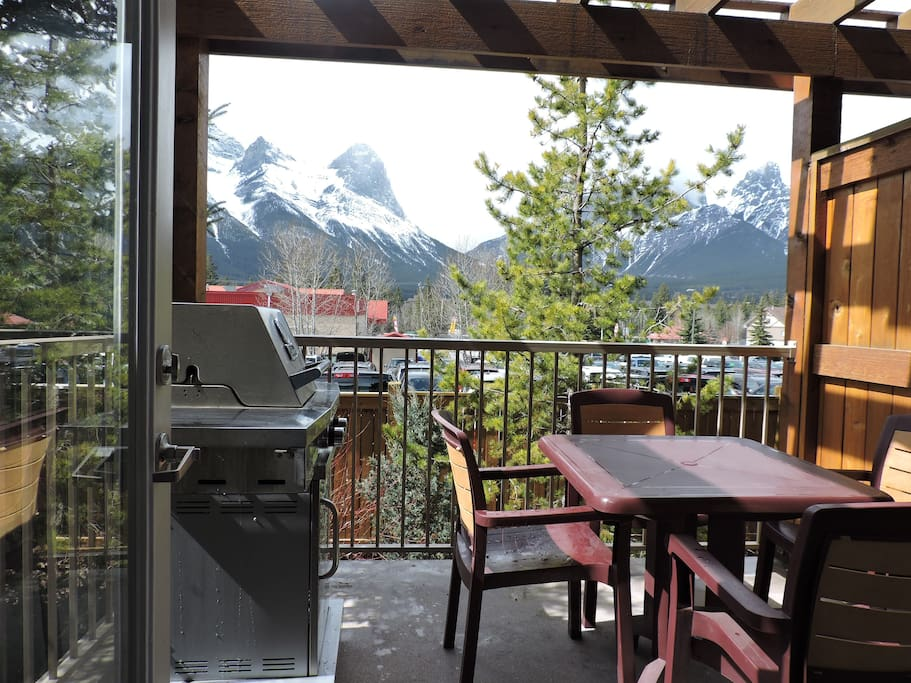 Unobstructed views of the southern mountain chain.