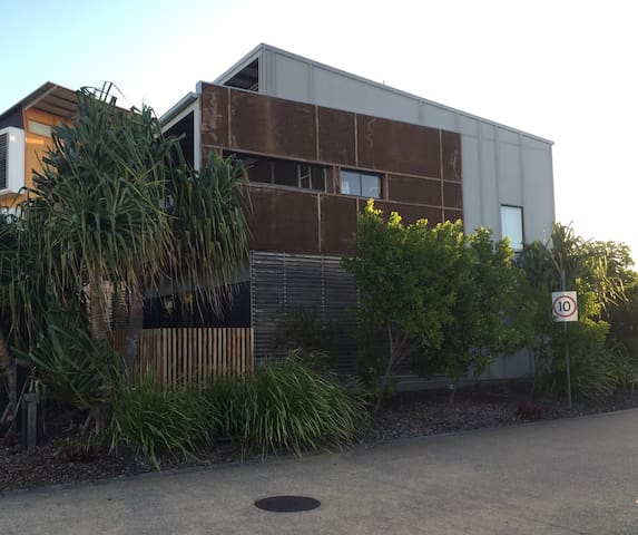 Breezy Beachside Townhouse - Mount Coolum - Townhouse