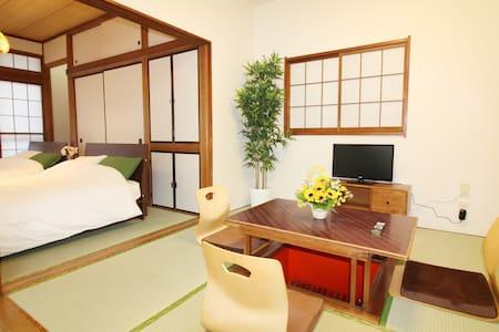 ◆新宿駅まで9分◆最寄り駅までは徒歩3分!4LDKで美麗な和風の一戸建て!16人まで収容OK! - Suginami - บ้าน