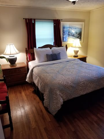 """""""Sandra's place is homey, clean and so spacious!! The multiple private bedrooms provide so much space and the common areas are perfect for hanging out"""" Naiara"""