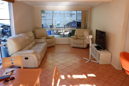 Entire 3 BR Duplex in Northern Beachs area - Frenchs Forest - Haus