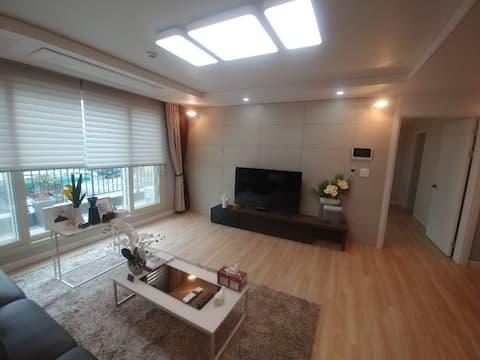 ^이뫼마루^ 202호는  19년 신축으로 방 3,화장실 2,거실 ,주방등 모든 시설이 완벽
