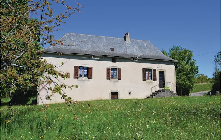 Holiday cottage with 2 bedrooms on 52m² in Le Bouyssou