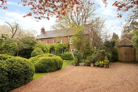 Family home, Guildford near London - Worplesdon