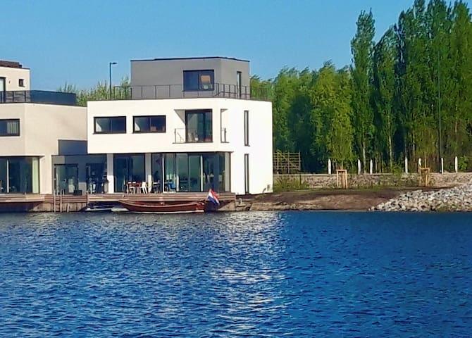 Watervilla, 200 m2,  garden, 3 terraces, IJ-burg