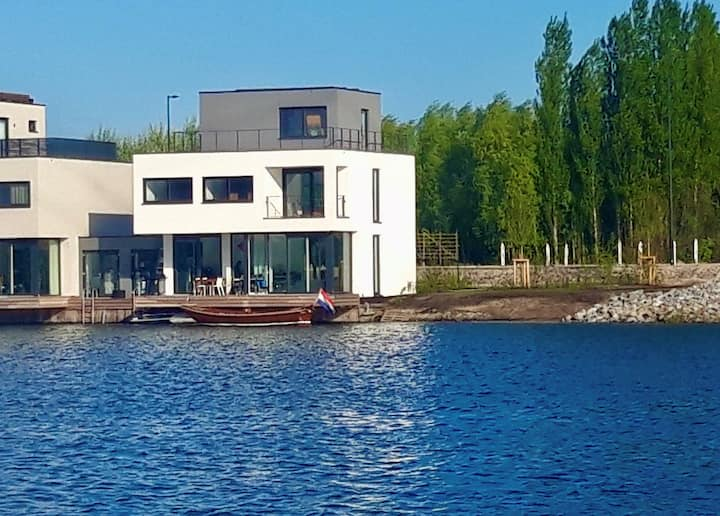 Watervilla, 200 m2,  garden, 3 terraces, IJ-burg