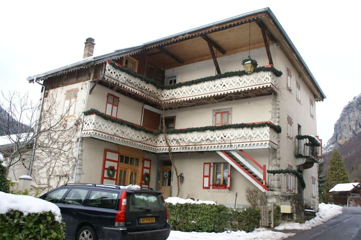 Large and tasteful Alpen Chalet at the foot of the skiing area Les Portes du Soleil