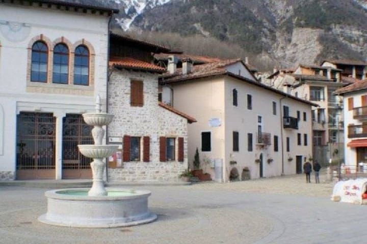 Tradicional casa de vacaciones cerca del Friuli Dolomitas Naturaleza
