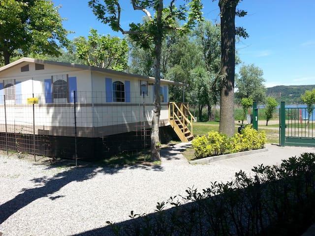 Lodgetent/cottage direct aan LAGO MAGGIORE Nr 92 - Dormelletto - กระท่อม
