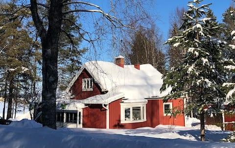 Ruralidad idílica en una casa parcialmente reformada