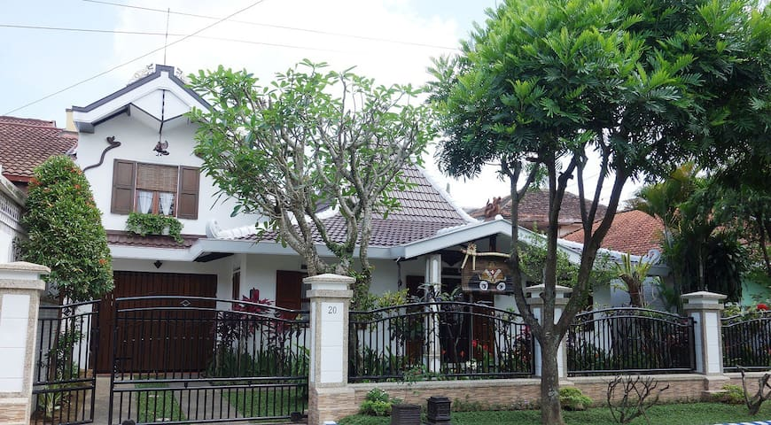 1large bedroom, charm, cozy, Malang - Malang - Rumah