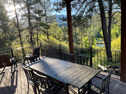 Riverside Alpine Chalet-Perfectly  Located+ View!