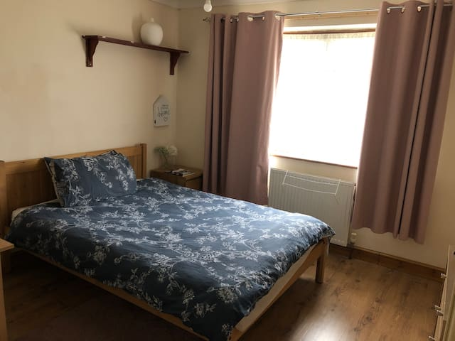 Cosy Double room near the Hospital and university