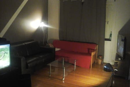 Cosy apartment close to the city center - Solna