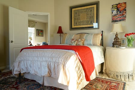 Mountain-view Master Suite near Monticello - Charlottesville - Flat