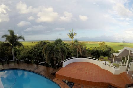 EXECUTIVE STYLE -  Ocean/Canefield Views - Qunaba - Haus