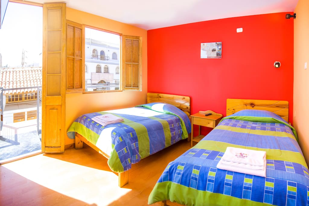 nice and cosy twin room en suite le foyer hostel chambres d 39 h tes louer arequipa. Black Bedroom Furniture Sets. Home Design Ideas