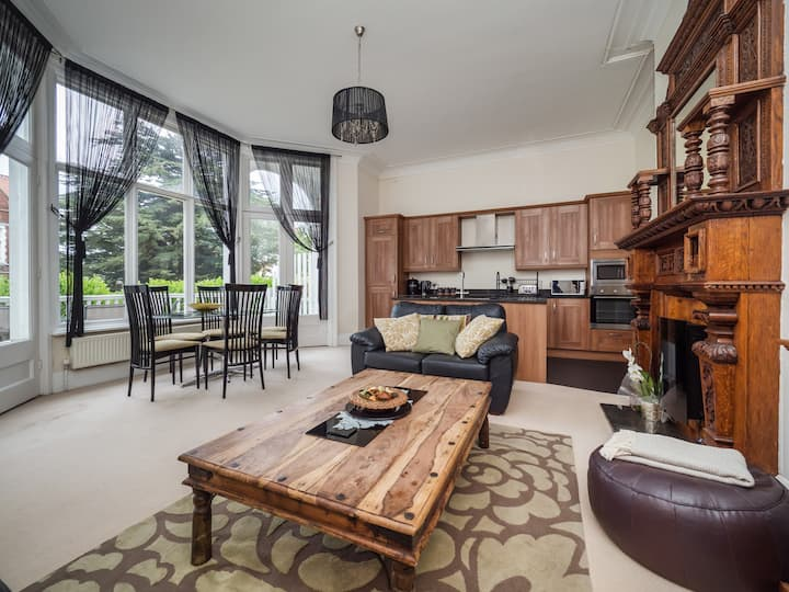 Gorgeous Ground Floor Apartment with parking!